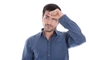 Mann isoliert in blau - nachdenklich und hilflos