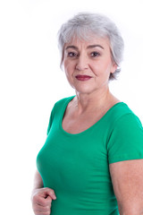 Gesicht einer älteren Frau mit Falten und grauhaarig