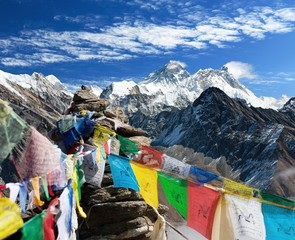 Poster Nepal view of everest from gokyo ri with prayer flags - Nepal