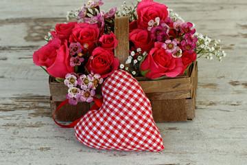 Blumenkorb mit Stoffherz