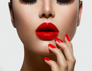 Zelfklevend Fotobehang Fashion Lips Red Sexy Lips and Nails closeup. Manicure and Makeup