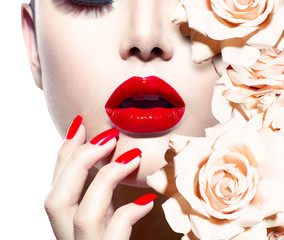 Foto op Plexiglas Fashion Lips Fashion Sexy Woman with flowers. Vogue style Model