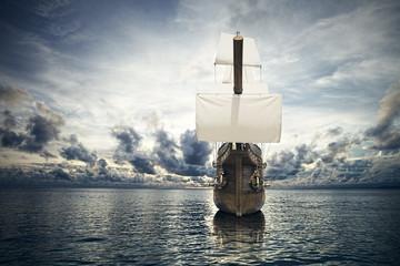 Foto auf AluDibond Schiff The ancient ship in the sea