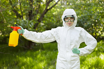 Ecology and environmental pollution. Insecticide.