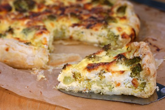 Vegetarian quiche with broccoli, eggs and milk