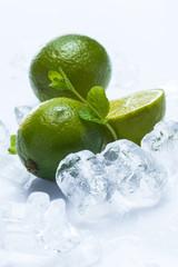 Deurstickers In het ijs Fresh lime fruit and mint