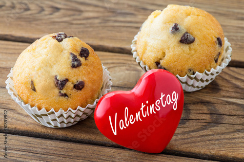 Herz Und Muffins Valentinstag Stock Photo And Royalty Free Images