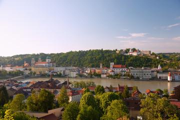 Fototapete - Passau, Dom St. Stephan, Rathaus, St. Michael, Veste Oberhaus, N