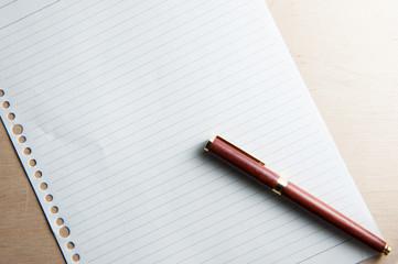 紙とボールペン