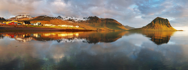 Wall Mural - Panorama - Village in Iceland - Grundarfjordur - snaefellsnes