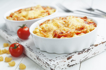 Pasta baked with tomato and cheese