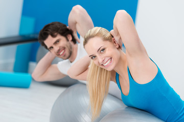 training für den rücken im fitness-studio