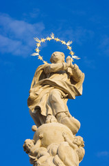 チェコ、テレチの女性の像