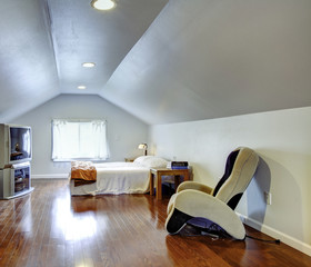 Interior design idea for low ceiling bedroom