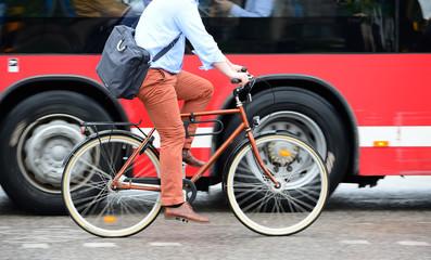 Fototapete - Man on bike in traffic