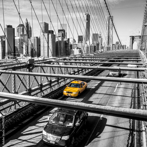 Wall mural Taxi cab crossing the Brooklyn Bridge in New York