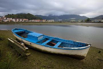 Small boat stranded in Ribadesella