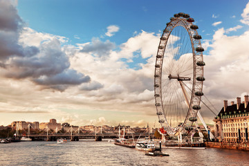 Zelfklevend Fotobehang London London, England the UK skyline. The River Thames
