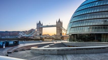 Photo sur Plexiglas Londres Tower Bridge and city Hall