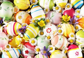 Ostereier mit Frühlingsblumen
