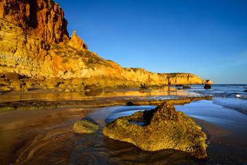 Wall Mural - Felsenküste im goldenen Sonnenlicht