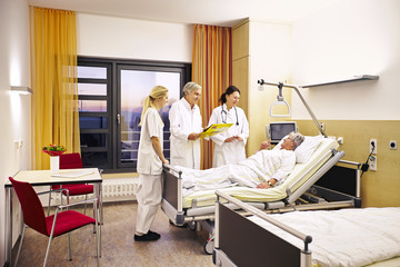 Krankenhaus Arztvisite Patientin