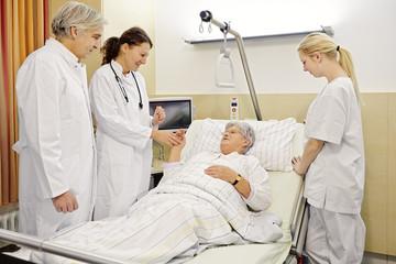 Krankenhaus Visite Patientin Ärzte
