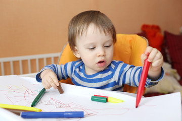 baby age of 16 months paints with pens