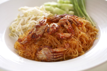 spicy noodle fried and crab