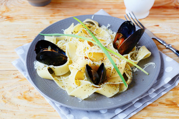 pasta with grated cheese and mussels