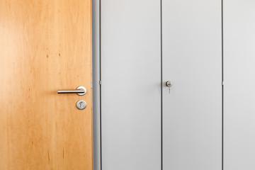 Bürotür mit Schrankwand  © Matthias Buehner