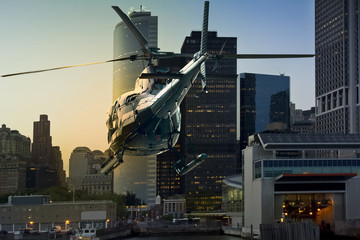 Foto auf Acrylglas Hubschrauber Helicopter flying Manhattan south skyline