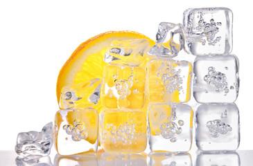 Deurstickers In het ijs ice cubes and lemon slice