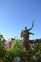 Tulle, place fleurie, statue