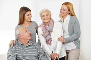 Wall Mural - Pflegedienst bei einem Paar Senioren