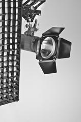 Studio Kompaktblitze mit Normalreflektor, Klappen und Striplight
