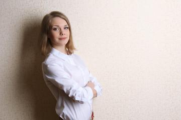 Portrait of businesswoman near wall