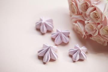 Cream meringues