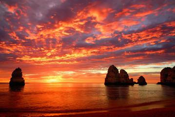 Wall Mural - Atemberaubender Sonnenaufgang am Meer