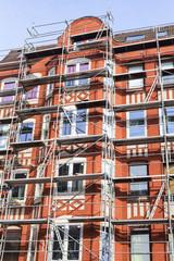 Renovierung einer Altbaufassade in Kiel, Deutschland