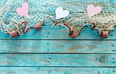 Herzen Fischernetz Netz auf alt Holz rustikal Hintergrund