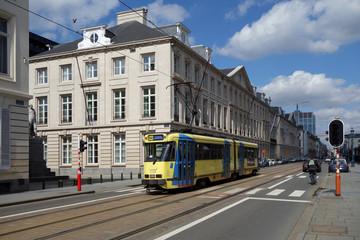 tram jaune en Bruxelles