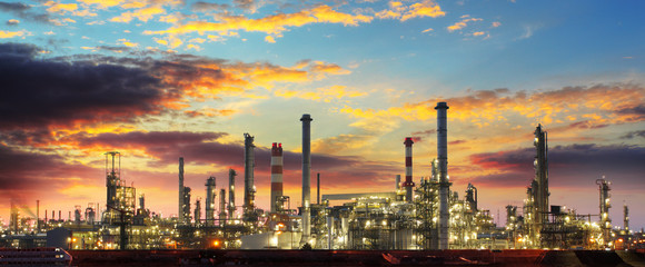 Fotobehang Industrial geb. Oil refinery industrial plant at night