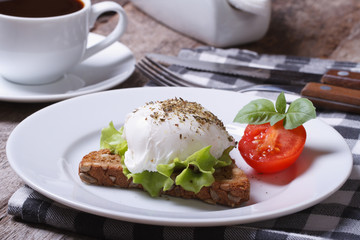sandwich with poached egg and tomato
