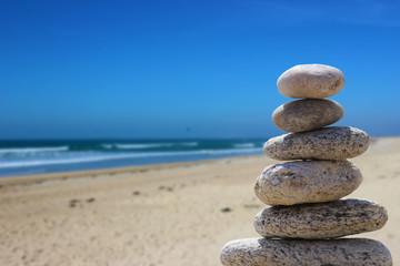 Foto op Plexiglas Stenen in het Zand zen balance stone on the beach 5