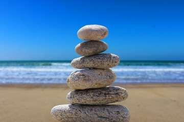 Foto op Plexiglas Stenen in het Zand zen balance stone on the beach 6