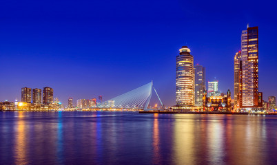 Fototapete - Erasmus Bridge at Twilight, Rotterdam, The Netherlands