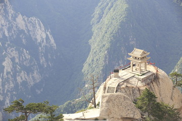 Spoed Foto op Canvas Xian stone pagoda built on the stone cliff at mountain huashan