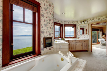 Amazing floral bathroom with french windows