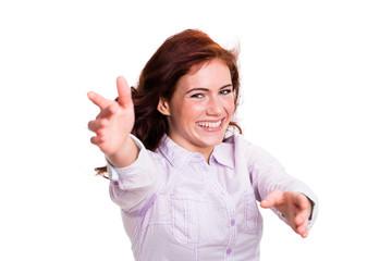 junge glückliche Frau mit Umarmungsgeste